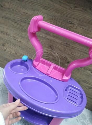 ჩუქდება ბავშვის პარფიუმერიის მაგიდა!
